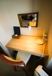 客室406号室(和洋室)デスク